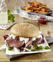 Lamb-tzatziki-burger with radicchio and mint