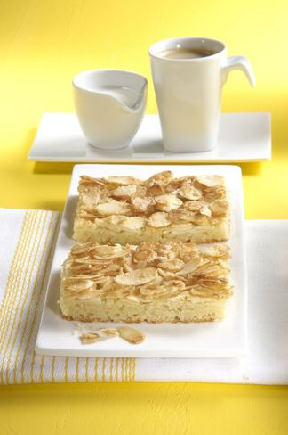 Fast almond butter cake