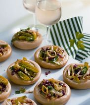 Mini-pizzas with leek