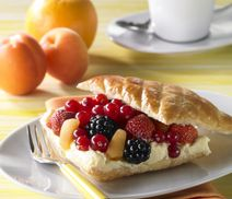 Fruity puff pastry with vanilla cream