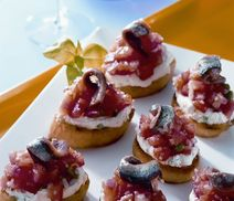 Delicious Crostini with tomatoes & anchovies